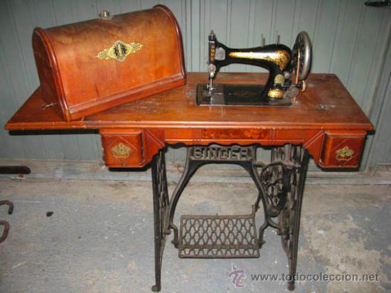 Antigüedades: Antigua maquina de coser Singer con tapa original con lateral extensible, 2 cajones y complementos. - Foto 7 - 36249895