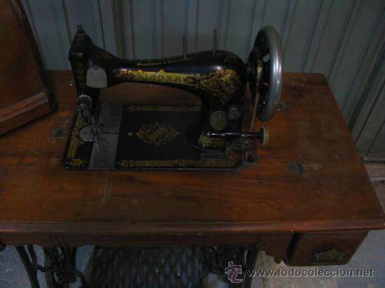 Antigüedades: Antigua maquina de coser Singer con tapa original con lateral extensible, 2 cajones y complementos. - Foto 8 - 36249895