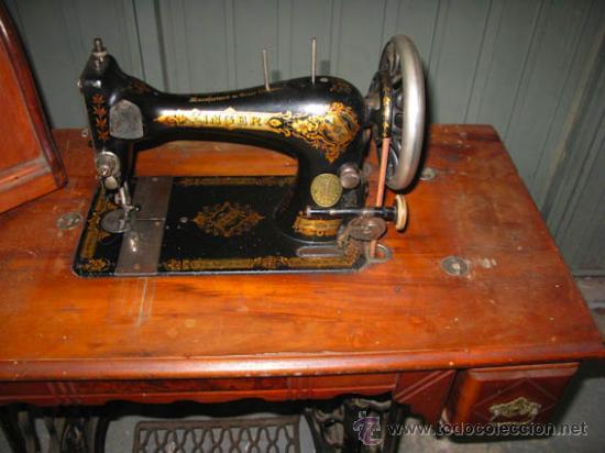 Antigüedades: Antigua maquina de coser Singer con tapa original con lateral extensible, 2 cajones y complementos. - Foto 9 - 36249895