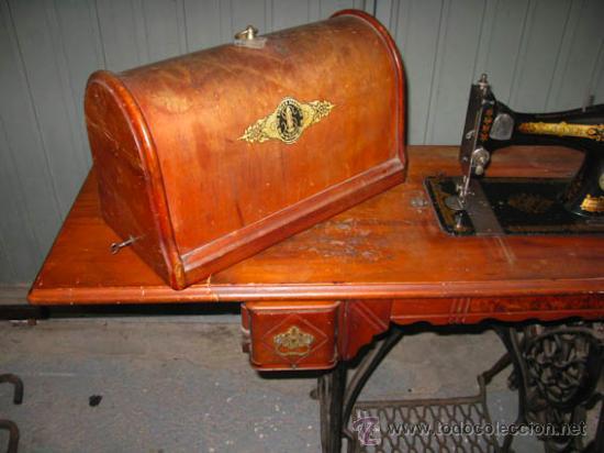 Antigüedades: Antigua maquina de coser Singer con tapa original con lateral extensible, 2 cajones y complementos. - Foto 10 - 36249895