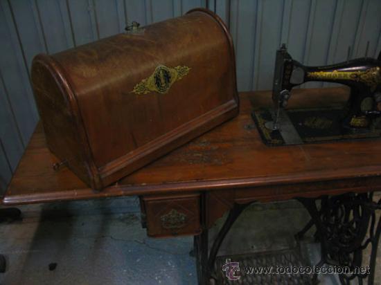Antigüedades: Antigua maquina de coser Singer con tapa original con lateral extensible, 2 cajones y complementos. - Foto 11 - 36249895