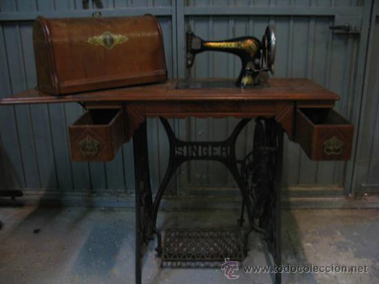 Antigüedades: Antigua maquina de coser Singer con tapa original con lateral extensible, 2 cajones y complementos. - Foto 12 - 36249895