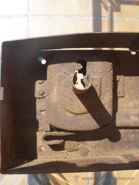 Antigüedades: GAN CERRADURA DE HIERRO, SIN LLAVE. 40CM X 15CM X 5,5CM (SIN EL PASADOR) - Foto 6 - 36286613