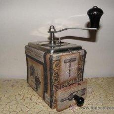 Antigüedades: MOLINILLO DE CAFE PERSONALIZADO - VINO , UVAS Y BOTELLAS. Lote 36310047
