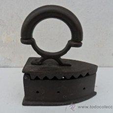 Antigüedades: PLANCHA DE CARBON ANTIGUA. Lote 36311793