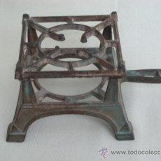 Antigüedades: CALIENTA DESAYUNOS. HIERRO. UNOS 100 AÑOS. Lote 36313927