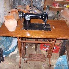 Antigüedades: MAQUINA DE COSER ANTIGUA SIGMA CON PIE DE HIERRO. Lote 36328937