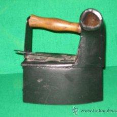Antigüedades: PLANCHA DE CARBÓN DE HIERRO COLADO MUY ANTIGUA Y BIEN CONSERVADA. Lote 36512927