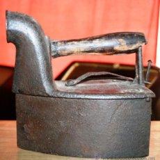 Antigüedades: PLANCHA DE CARBON EN HIERRO ESTRAÑA MARCA EN LA CHIMENEA Nº 52 6 1/2 POSIBLE ORIGEN PORTUGAL, BRASIL. Lote 36779354