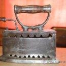 Antigüedades: PLANCHA DE CARBON EN HIERRO FUNDIDO MARCADA EN EL INTERIOR CON EL Nº 1 RESTAURADA A LA CERA IMPECABE. Lote 36780964