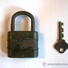 Antigüedades: ANTIGUO CANDADO RGM CON LLAVE. HECHO EN ESPAÑA Y FUNCIONA.. Lote 36783366