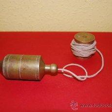 Antigüedades: ANTIGUA PLOMADA DE BRONCE - CON BOBINA DE BRONCE. Lote 36812497