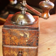Antigüedades: ANTIGUO MOLINILLO DE CAFE MARCA ELMA EN MADERA Y METAL PATINADO A LA CERA AÑOS 40. Lote 36833044