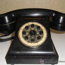 Teléfonos: TELÈFONO MUY ANTIGUO DE BAQUELITA DE COLOR NEGRO. Lote 36877154