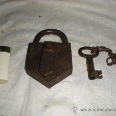 Antigüedades: PEQUEÑO CANDADO CON LLAVE FUNCIONANDO. Lote 36953813