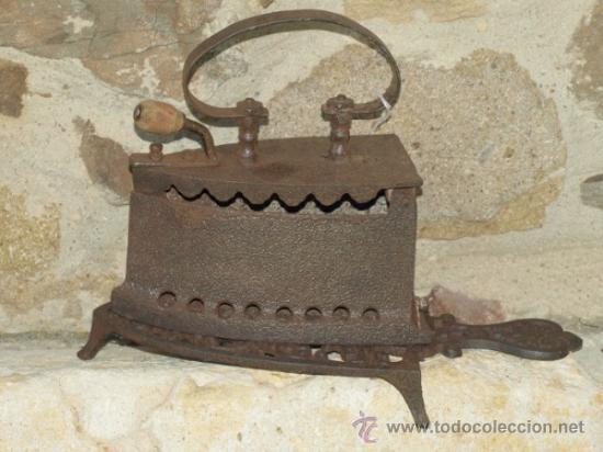 PLANCHA HIERRO FUNDIDO. C 1900. ESPAÑA. TRESPIES HIERRO. (Antigüedades - Técnicas - Planchas Antiguas - Carbón)