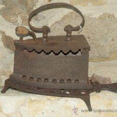 Antigüedades: PLANCHA HIERRO FUNDIDO. C 1900. ESPAÑA. TRESPIES HIERRO.. Lote 36908195