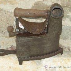 Antigüedades: PLANCHA HIERRO FUNDIDO. S XIX. ESPAÑA. TRESPIES HIERRO.. Lote 36908227