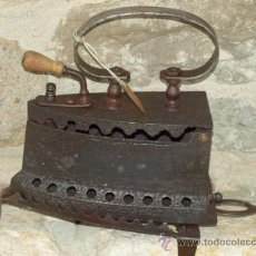 Antigüedades: PLANCHA HIERRO FUNDIDO .S XIX. ESPAÑA. TRESPIES HOJALATA.. Lote 36908420