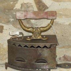 Antigüedades: PLANCHA HIERRO FUNDIDO .C 1900. ESPAÑA. TRESPIES HIERRO.. Lote 36908592