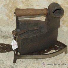 Antigüedades: PLANCHA HIERRO FUNDIDO .C 1900. ESPAÑA. TRESPIES ALUMINIO.. Lote 36908636