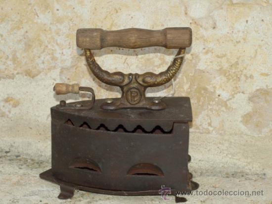PLANCHA HIERRO FUNDIDO LEVANTINA .S XIX. TRESPIES HOJALATA. (Antigüedades - Técnicas - Planchas Antiguas - Carbón)