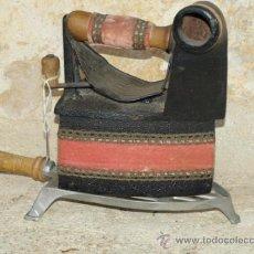 Antigüedades: PLANCHA HIERRO FUNDIDO . MONDRAGÓN. S XIX. TRESPIES ALUMINIO.. Lote 36908882