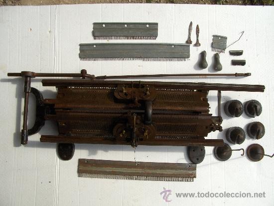 STRICKMASCHINEN ELITE WERKE AG DIAMANT WERKE REICHENBRAND I.S MAQUINA DE TRICOTAR ALEMANA (Antigüedades - Técnicas - Máquinas de Coser Antiguas - Otras)