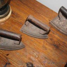 Antigüedades: LOTE 3 PLANCHAS ANTIGUAS DE HIERRO.. Lote 37024248