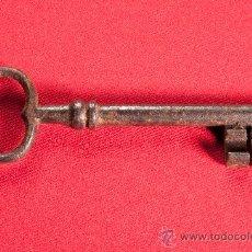 Antigüedades: LLAVE DE HIERRO FORJADO HECHA A MANO, PRINCIPIOS DEL SIGLO XIX. Lote 37044433