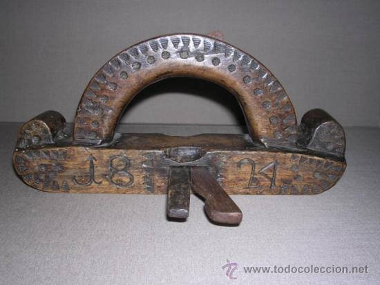 Antigüedades: ANTIGUO CEPILLO TALLADO Y FECHADO 1824 TODO TALLADO VER FOTOGRAFIAS BUENA PATINA 24,5X4,5 CM. - Foto 2 - 37200507