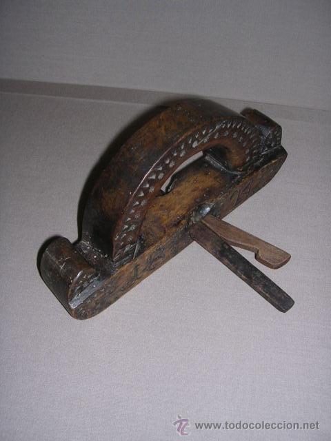 Antigüedades: ANTIGUO CEPILLO TALLADO Y FECHADO 1824 TODO TALLADO VER FOTOGRAFIAS BUENA PATINA 24,5X4,5 CM. - Foto 6 - 37200507