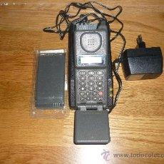 Teléfonos: ANTIGUO TELEFONO MOVIL MOTOROLA EXECUTIVE PHONE 2 PERFECTO Y FUNCIONANDO MAS ACCESORIOS . Lote 149782976