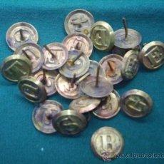 Antigüedades: 24 ANTIGUAS TACHUELAS GRANDES DE METAL O LATON - SON LETRAS - MIDEN 3,5 CM DE DIAMETRO. Lote 37490509