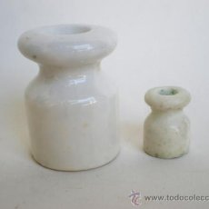 Antigüedades: JUEGO 2 PEQUEÑAS JÍCARAS DE PORCELANA BLANCA, AISLANTE ELÉCTRICO. Lote 37590025