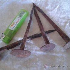 Antigüedades: LOTE DE 4 CLAVOS DE HERRERO. Lote 37509512