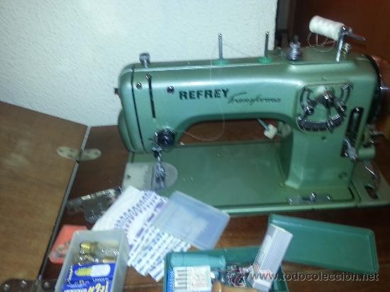 Antigüedades: Máquina de coser Refrey Transforma, con mueble en madera de haya exclusivo. Funciona muy bien. - Foto 2 - 37510468