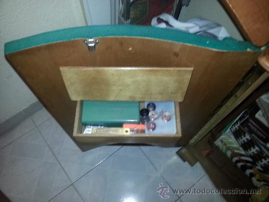 Antigüedades: Máquina de coser Refrey Transforma, con mueble en madera de haya exclusivo. Funciona muy bien. - Foto 5 - 37510468
