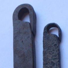 Antigüedades: 1/2 Y 1/5 LIBRAS - LOTE DE DOS ANTIGUAS LIBRAS CASTELLANAS, EN HIERRO FORÑJADO.. Lote 37583673