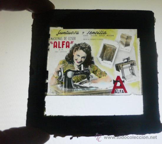 ALFA.MAQUINA DE COSER. CRISTAL DE ANUNCIO EN EL CINE. 8,5 X 8,5 CMS. VELL I BELL (Antigüedades - Técnicas - Máquinas de Coser Antiguas - Alfa)