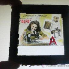 Antigüedades: ALFA.MAQUINA DE COSER. CRISTAL DE ANUNCIO EN EL CINE. 8,5 X 8,5 CMS. VELL I BELL. Lote 37637058