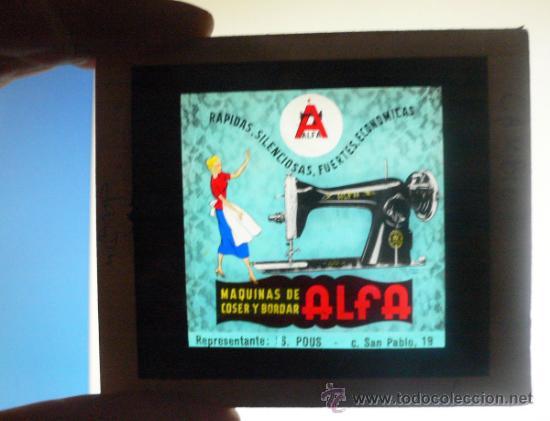 ALFA. MAQUINA DE COSER. CRISTAL DE ANUNCIO EN CINE . 8,5 X 8,5 CMS. VELL I BELL (Antigüedades - Técnicas - Máquinas de Coser Antiguas - Alfa)