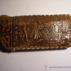 Antigüedades: ANTIGUA FUNDA PARA GAFAS DE CUERO REPUJADO (GRABADO CATALUÑA). Lote 37643483