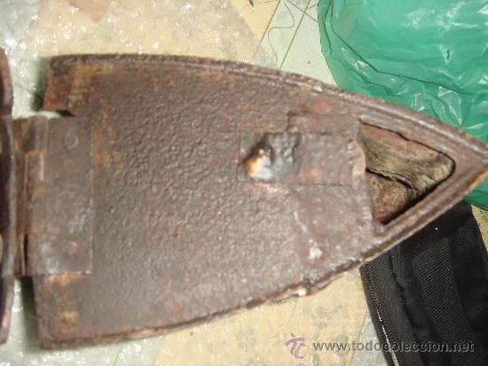 Antigüedades: antigua plancha de carbón con chimenea para el humo / de entre 1800 y 1900 - Foto 5 - 37680663