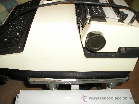 Antigüedades: MAQUINA DE ESCRIBIR ELECTRICA TRIUMPH Y MESA OFICINA METALICA INVOLCA - Foto 4 - 37755851