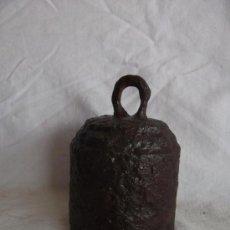 Antigüedades: ANTIGUA PESA DE HIERRO DE 2243 GRAMOS. Lote 37856838