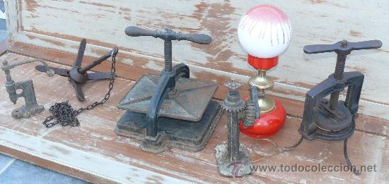 Antigüedades: RARA Y BONITA HERRAMIENTA EN FORJA ESTILO PRENSA LIBROS ENVASADORA - Foto 2 - 37877674