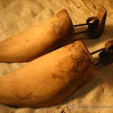 Antigüedades: PAREJA DE HORMAS DE MADERA...ZAPATOS...ZAPATERO. Lote 38084852