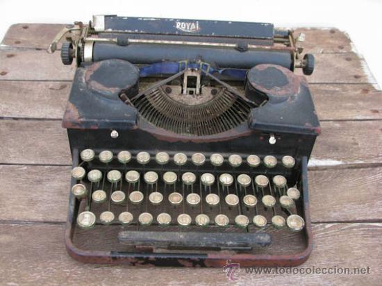 Antigüedades: Maquina de escribir de la casa ROYAL, muy antigua ideal colección. - Foto 2 - 38339479