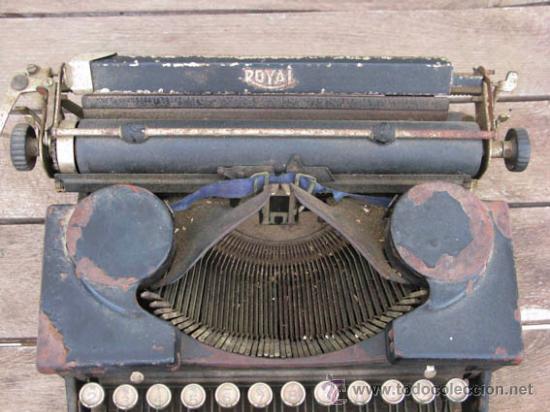 Antigüedades: Maquina de escribir de la casa ROYAL, muy antigua ideal colección. - Foto 3 - 38339479
